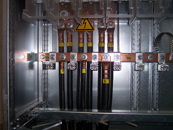 NV-Trafobrücken an Verteilung von unten