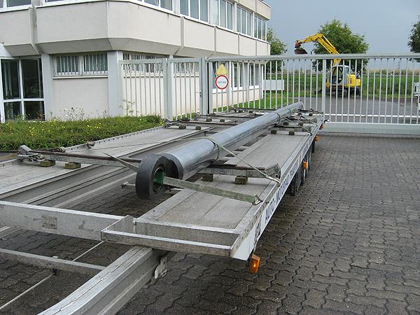 Transport von Stahlrohren oder Beleuchtungsmasten